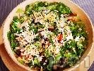 Рецепта Зелена салата с патладжани, чери домати и варени яйца полята с дресинг от зехтин, мед и соев сос